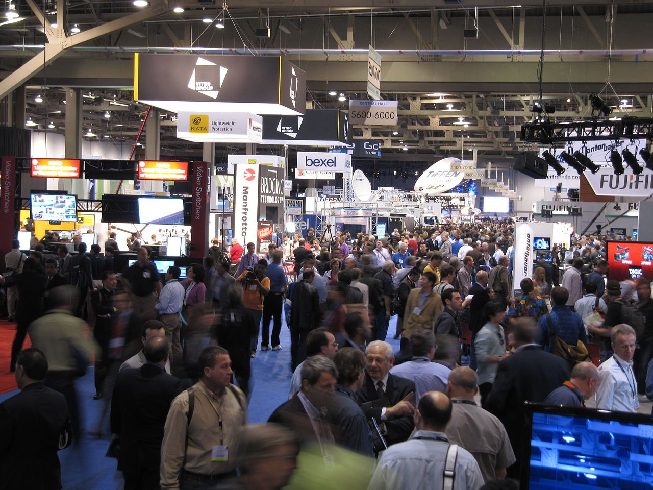 Trade Show Booth Visitors : Accessories that can make your display booth attract